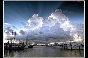 Cumulus_congestus_CrepuscularRays_JasonTaylor_MississippiGulfCoast_26Jun2014